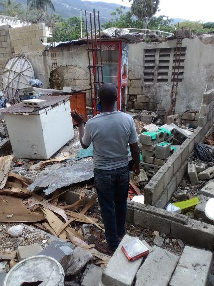Lessage Azor sur les ruines de sa boutique à la FASCH